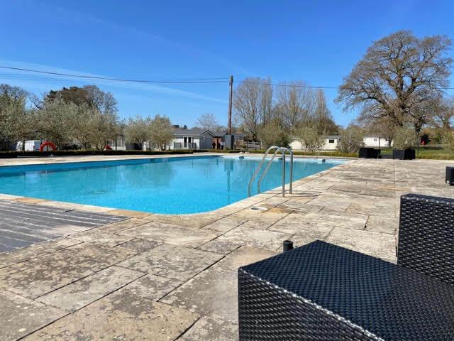 Holiday Park in Norfolk - Alder Country Park pool side