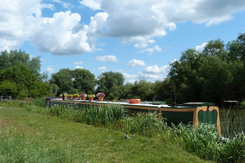 Residential Park Homes in Oxford | Canal Boat